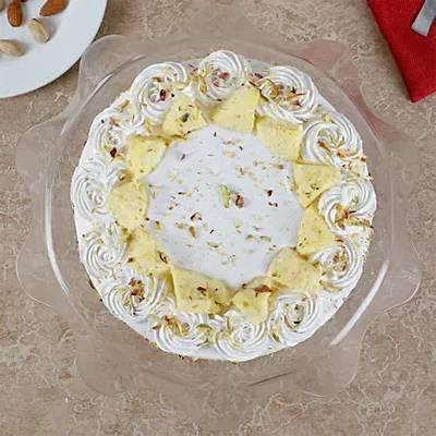 Vanilla Flavored Pista Rasmalai Cake Half kg