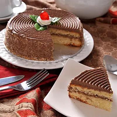 Tempting Caramel Cream Cake