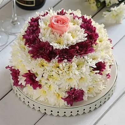 White & Purple Daisy Floral Cake